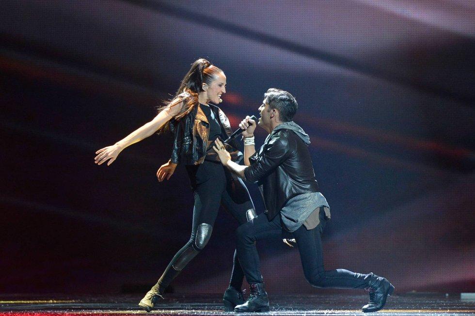 Tooji på scenen under generalprøven før  semifinalen i Eurovision 2012 i Baku torsdag kveld.