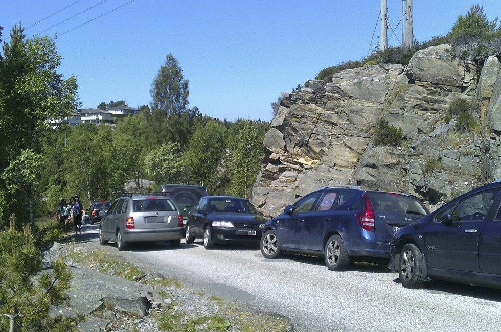 Det er mye rar parkering i sommervarmen.