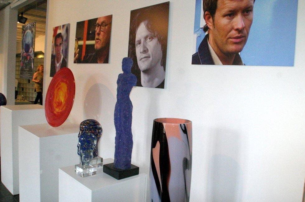 Jacob Weidemann, Nico Widerberg og Magne Furuholmen er blant kunstnerne som har bidratt.