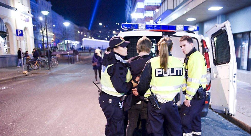 Politiet vil at alt i den såkalte «lysløpyen» i Bergen sentrum skal stenge klokken to om natten. (Illustrasjon/arkiv)