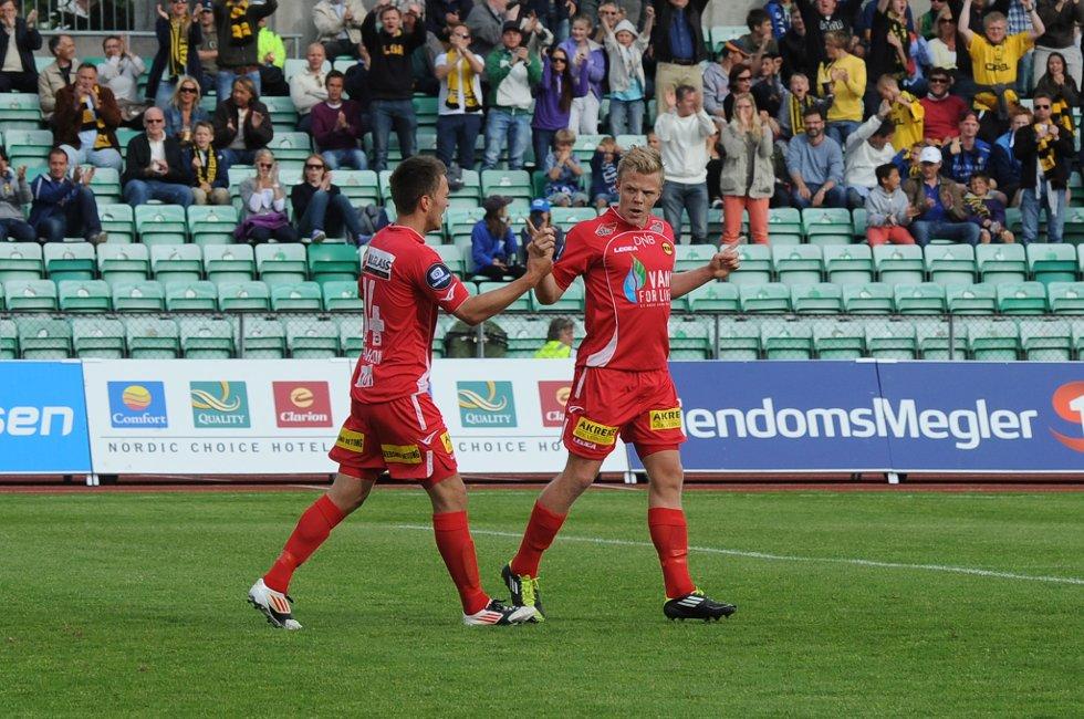 SCORING: LSK får også sin scoring, men taper til slutt 4-1 mot Stabæk. (Foto: Vidar Sandnes                   )