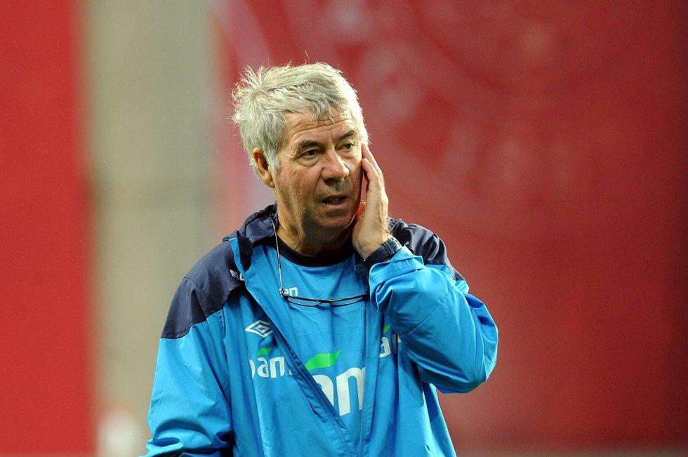 Landslagssjef Egil «Drillo» Olsen synes det var rart at Norge fikk låne ballen så mye av England sist helg.