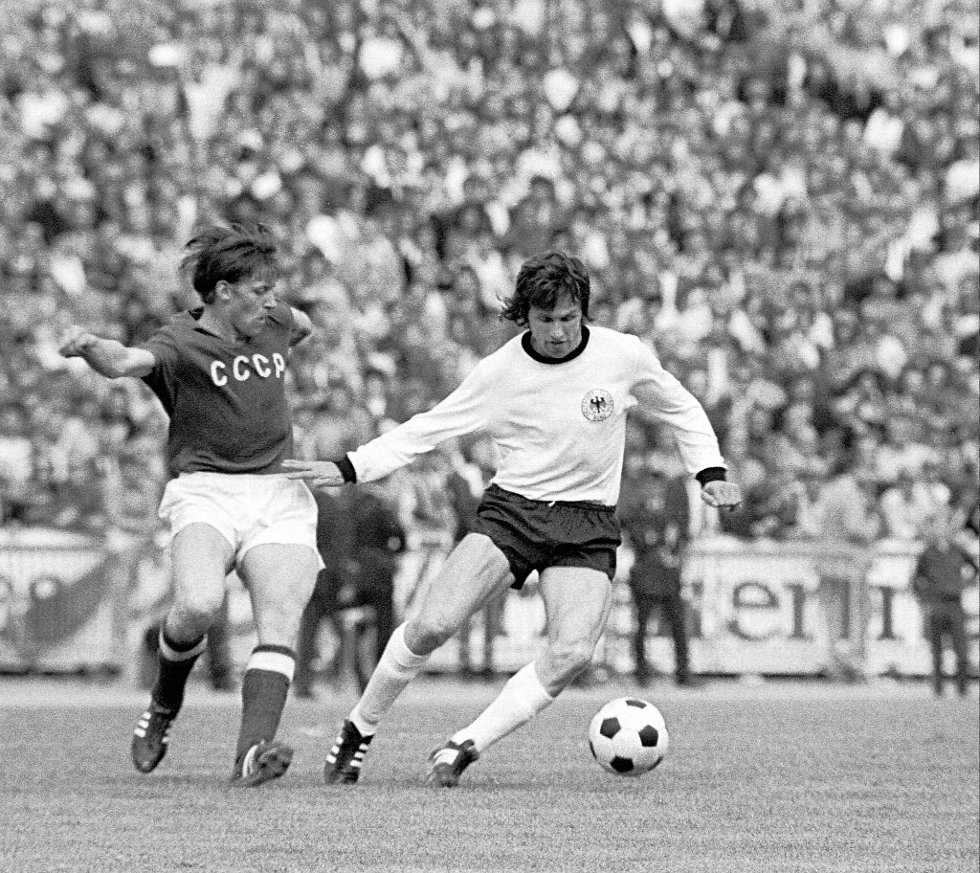 Fra EM-finalen i 1972, hvor Josef Heynckes og Vest-Tyskland (til høyre) til slutt vant 3-0 over Sovjetunionen.