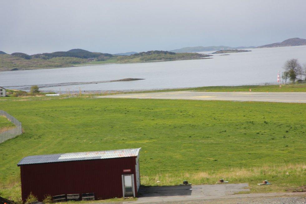 Stokka: Rullebanen sørover. 1. juni 2012. Foto: Lars Olve Hesjedal (Foto: )