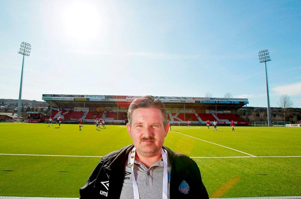 VANSKELIG HJEMREISE: Driftsansvarlig Sigmund Dalsberget i KIL Toppfotball vet ennå ikke hvordan KIL skal komme seg hjem fra Alta.