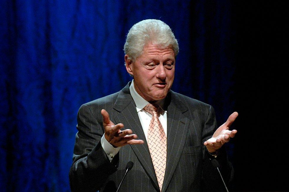Bill Clinton feier all tvil til side om hvem han støtter i presidentvalget. Ifølge Clinton fortjener president Barack Obama å bli gjenvalgt i høst.
