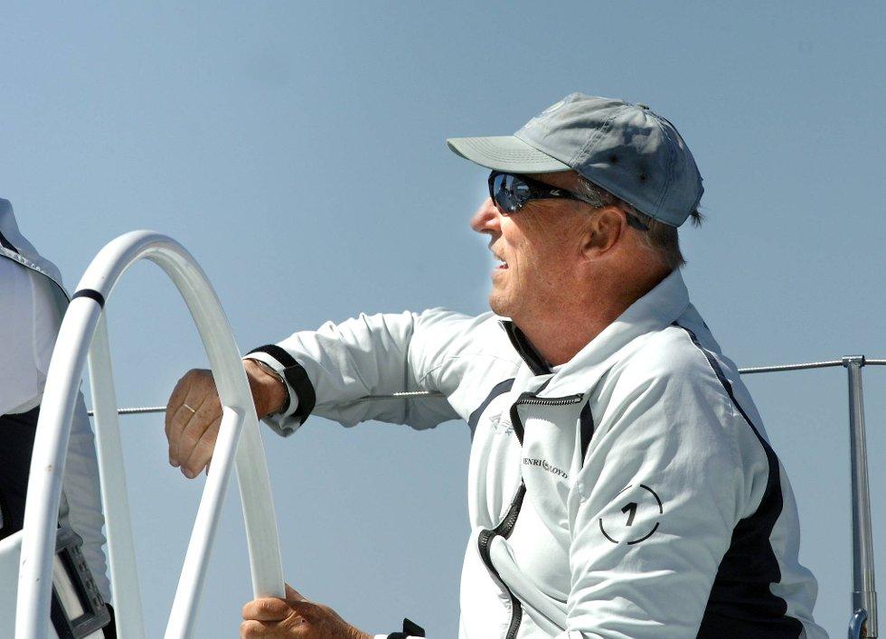 Kong Harald er kjent for å være en høyst habil skipper. (Foto: Terje Pedersen, ANB)