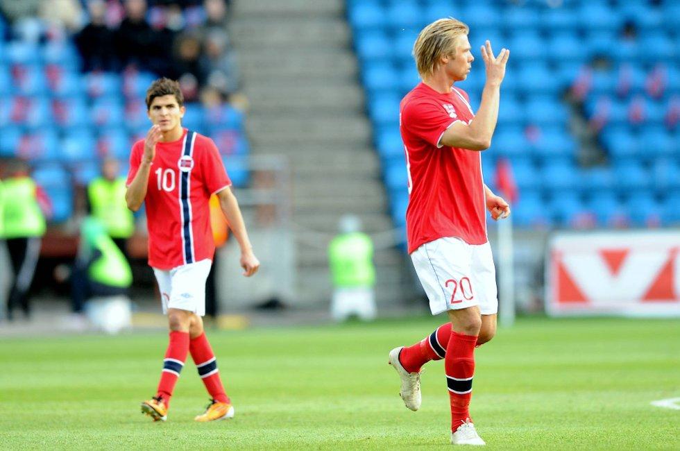 Alexander Søderlund og Tarik Elyounoussi for Norge.