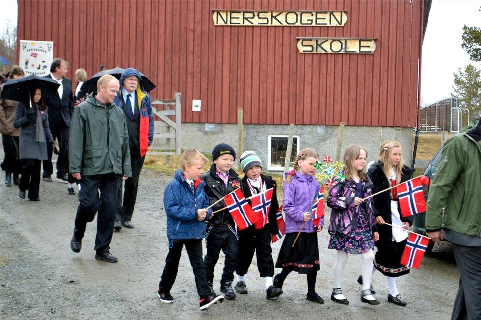 GRUNN TIL Å JUBLE: Drifta fortsetter ved Nerskogen skole. Bildet er tatt 17. mai. Foto: Jan Inge Flå