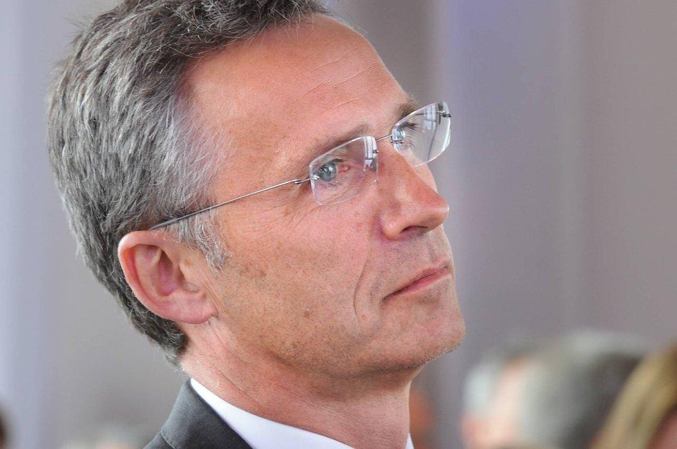 Statsminister Jens Stoltenberg (Ap) mener det ikke var mulig å ha Frp rundt forhandlingsbordet.