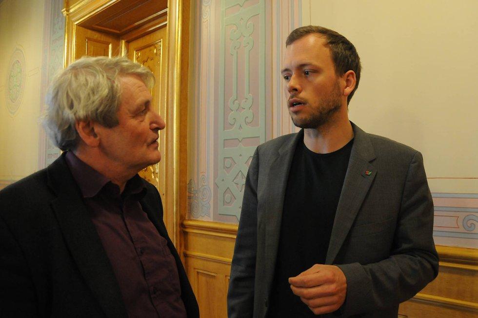 SV-leder Audun Lysbakken (til høyre) og SVs næringspolitiske talsmann Alf Holmelid vil ha en egen franchiselov for å sikre de ansatte i kjedene.