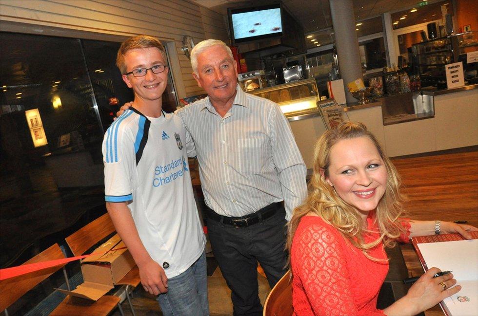 Jørgen Myran sammen med Roy Evans og Ragnhild Lund Ansnes etter konserten.