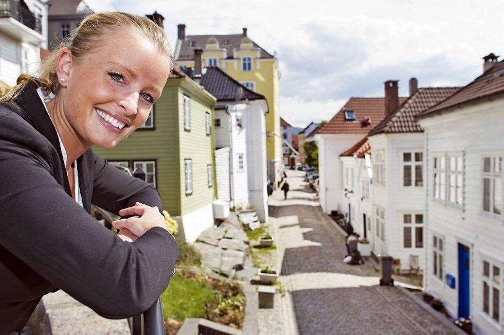 Stine Larsen (25) har solgt boliger for nesten 18 millioner de siste åtte dagene.