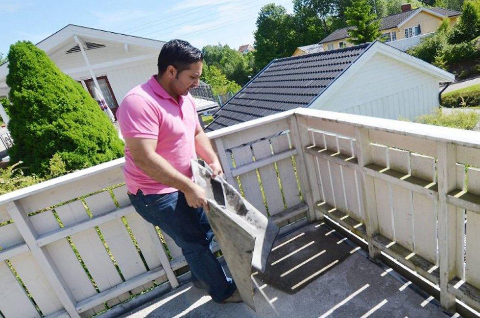 Qaisar Abbas Khan oppdaget fuktskader i boligen et par måneder etter kjøpet. Han er glad han hadde tegnet boligkjøperforsikring og fikk hjelp av advokat.