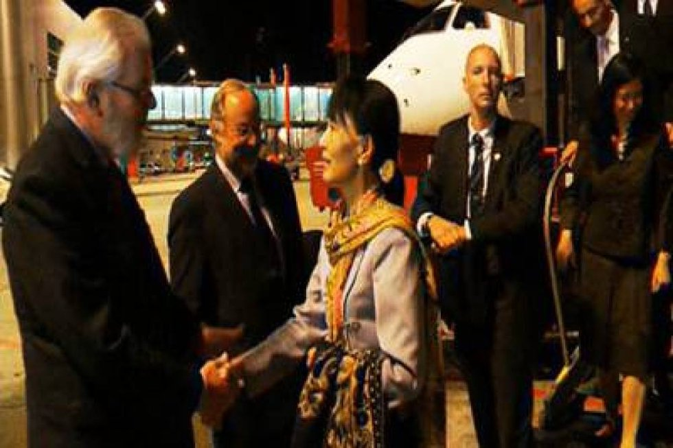 Aung San Suu Kyi landet onsdag kveld i Genève.