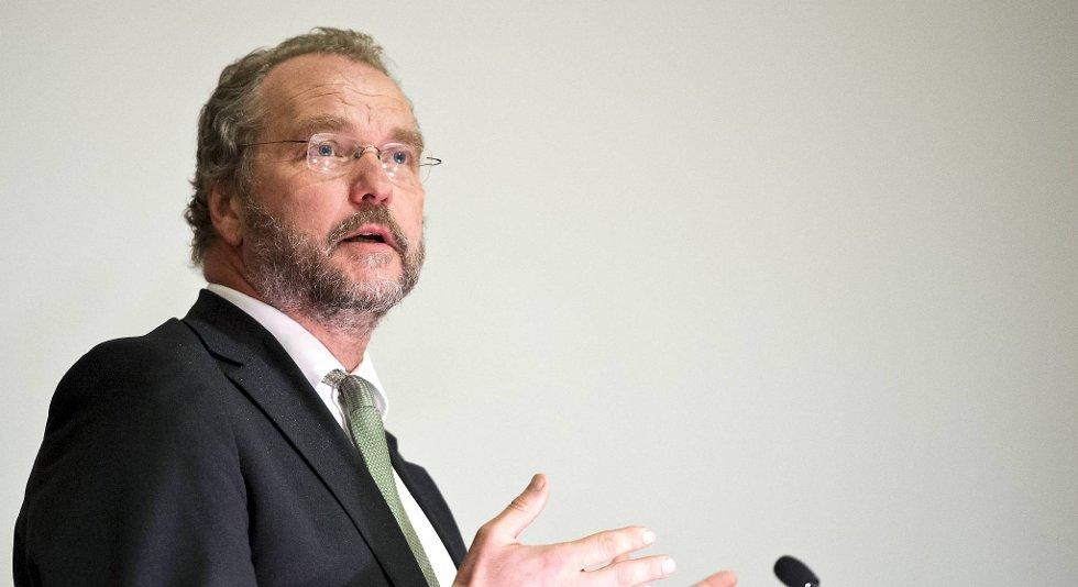 Fylkesmann Lars Sponheim trekker to av sine innsigelser i kommuneplanen. (Arkiv)
