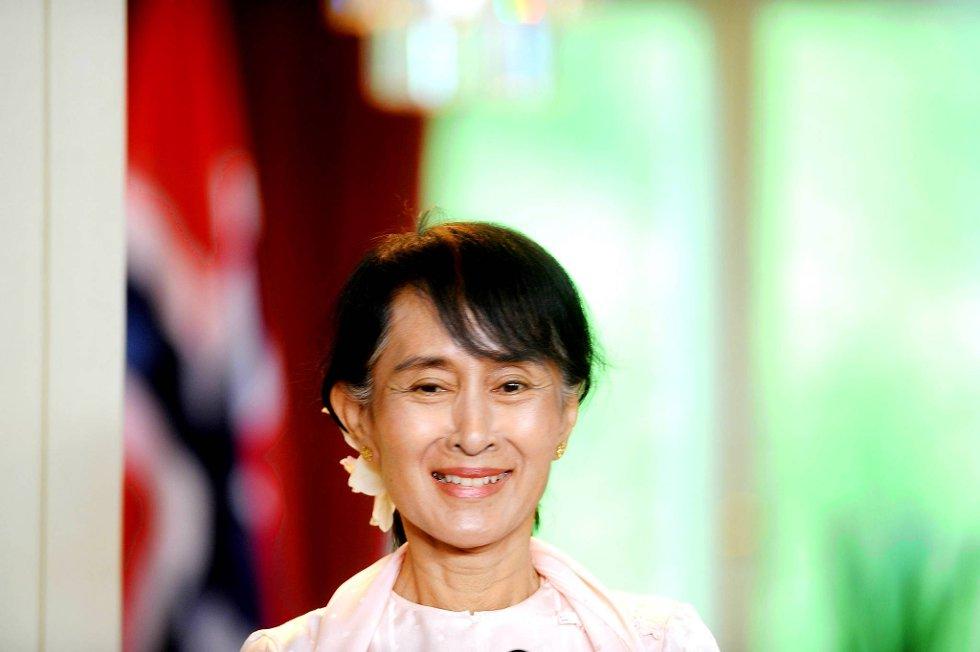 Aung San Suu Kyi takket Norge fredag. Da hun kom til Oslo ble hun møtt av et folkehav.