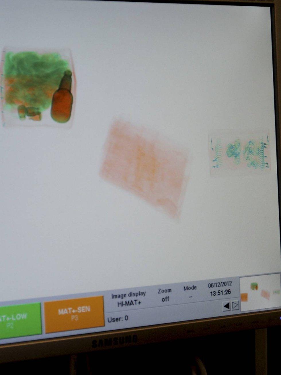 Denne pakken ble sendt gjennom røntgen, men det var ikke noe som måtte sjekkes ytterligere. Derfor åpnet ikke tollerne pakken. (røntgenfoto til høyre)