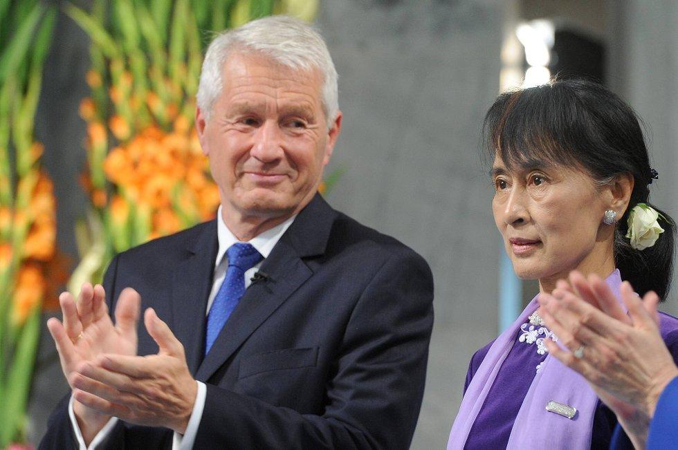 En fornøyd Thorbjørn Jagland ved siden av nobelprisvinneren.  (Foto: Terje Pedersen, ANB)