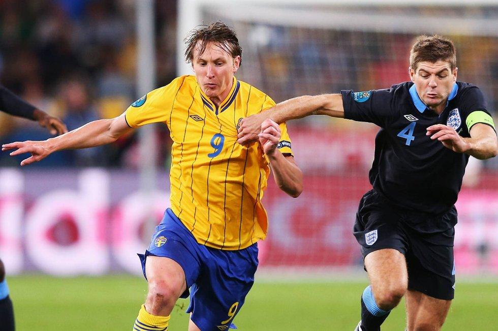 Kim Källström, her i kamp mot Steven Gerrard i EM-møtet med England, forsikrer at Sverige kommer godt forberedt til kampen mot Frankrike, selv om EM-eventyret er over.