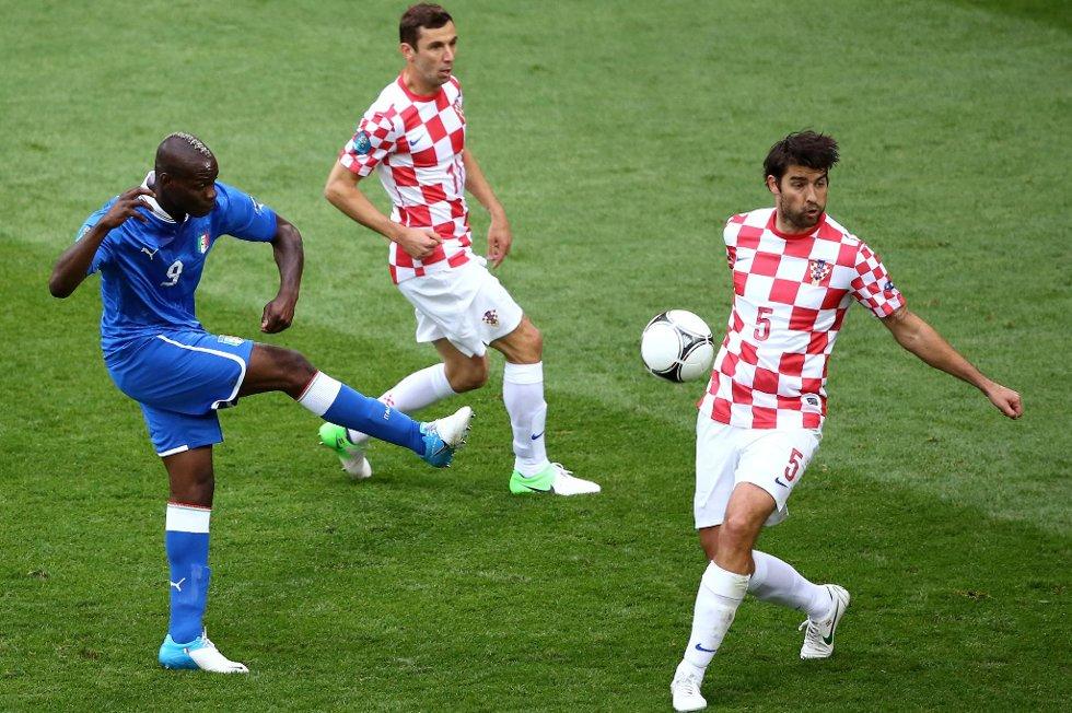 Mario Balotelli i EM-kampen mot Kroatia, som endte med at kroatene fikk en saftig bot på grunn av deres publikums oppførsel.