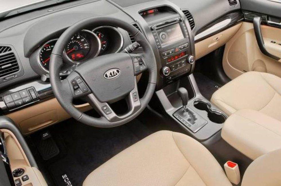 130.000 amerikanere kjøpte Kia Sorento i fjor. Her hjemme er den ikke den vanligste SUVen i sin klasse i trafikkbildet. Kanskje kan et mer eksklusivt interiør være med å gjøre bilen attraktiv for oss i nord?