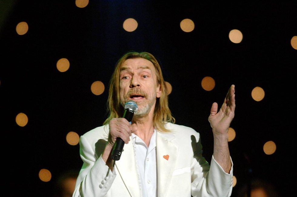 """Melodi Grand Prix 2005: Jahn Teigen stilte med """"My Heart Is My Home"""", med musikk av han selv og Anita Skorgan."""