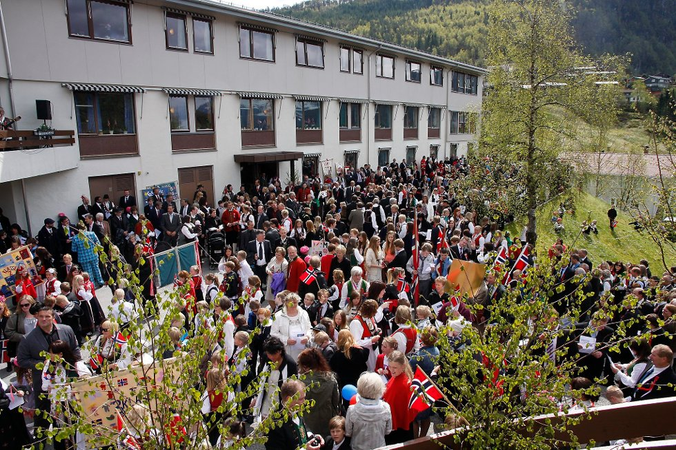 Det er lite grunn til å rope hurra for eigedomsskatten for innbyggarane i Naustdal.