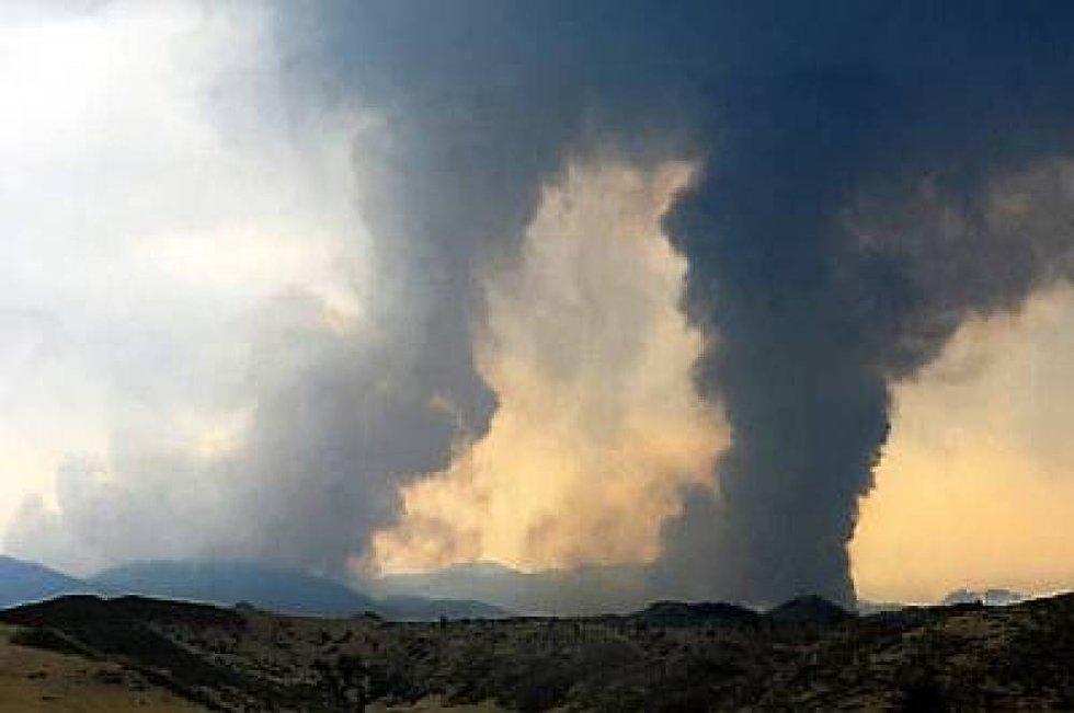 TV-bilder tatt fra Pikes Peak på 4.300 meter over havet viser tjukke røyksøyler.
