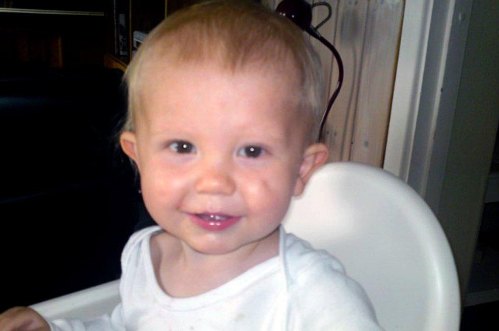 SOLLERHILSEN: Jeg heter Trym Aron Andresen, er 1 år og bor i Fetsund. Jeg vil ønske alle kjente og kjære GOD SOMMER! Foto: Knut Torger Andresen                 ................................................................................................................................................                 Send sommerhilsen: mms med kodeord RBTORGET til 2005 (kr 5 pr. mld.), e-post: torget@rb.no eller last opp på nett: rb.no/ferieminner. (Foto: )
