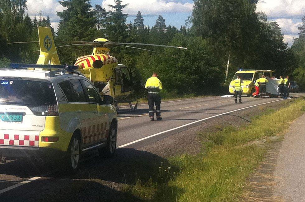 HENTET AV LUFTAMBULANSE: Den 12 år gamle jenta ble fraktet til Ullevål universitetssykehus etter påkjørselen.  FOTO: MARIA SCHILLER TØNNESSEN