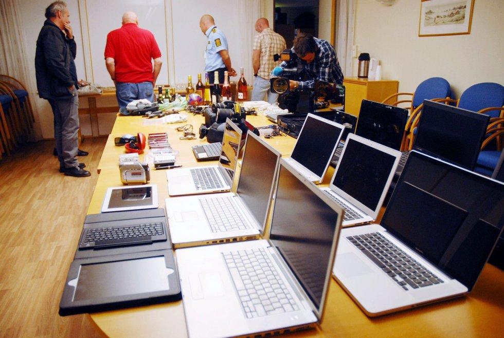 Tyvegods: Datamaskiner, solbriller, mobiltelefoner. Apple-TV, iPod, kameraer og utenlandsk valuta var noe av det depoet inneholdt.