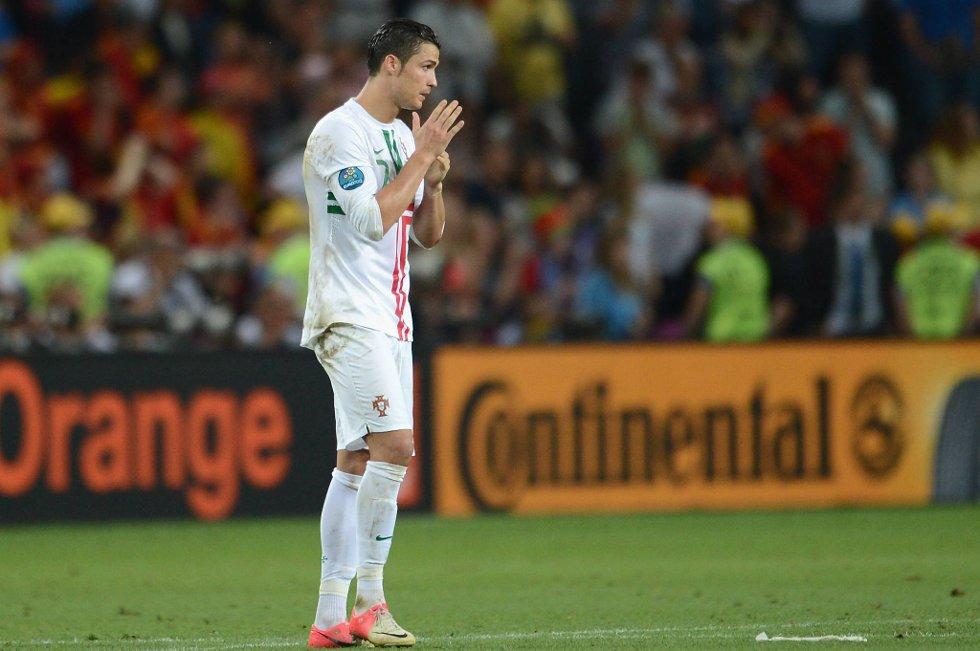 Cristiano Ronaldo kaller straffepsarkkonkurranse for lotto, og er fortsatt bitter etter tapet mot erkerivalen Spania.
