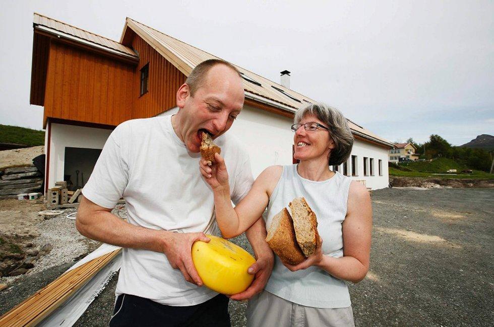 Med ost fra eget ysteri og bakevarer fra egen steinovn har Oddbjørn og Astrid Olsen på Kjerringøy gård etter hvert fått et solid renommé for produktene fra Markens Grøde.