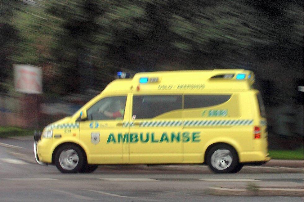 En mann i 50-åra er fraktet til sykehus med alvorlige skader etter en utforkjøring ved Agnes i Larvik lørdag formiddag.