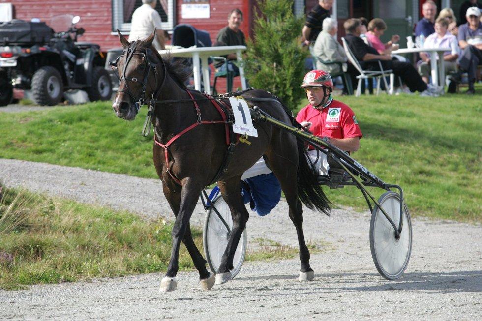 Bjørn Steinseth liker seg på Kongsvinger. I kveld kjører han flere løp under den store travfesten. Foto: Morten Sand