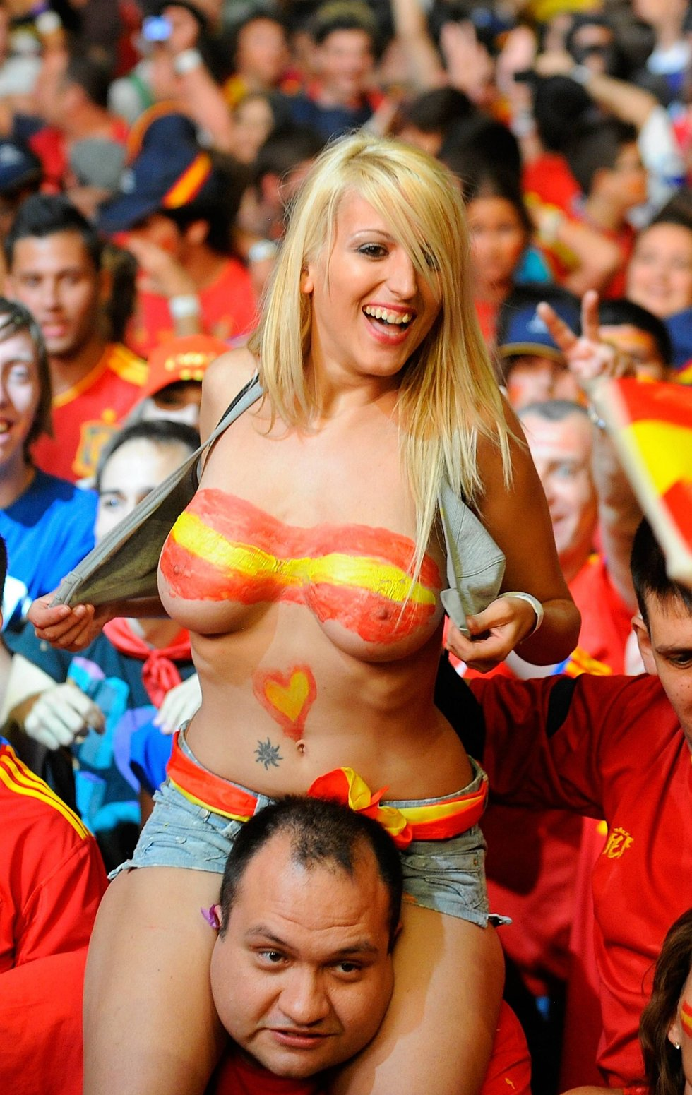 Slik feirer spanske fans triumfen! (Foto: Denis Doyle, Getty/All Over/ANB)