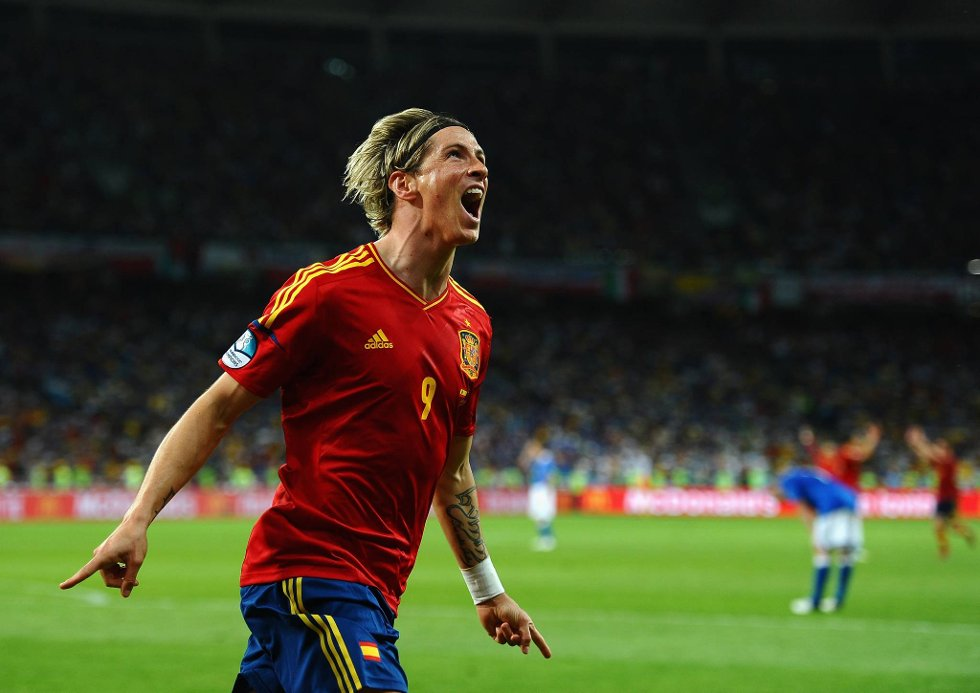 Så glad ble Fernando Torres da han satte den endelige spikeren i kista.  (Foto: Laurence Griffiths, Getty/All Over/ANB)