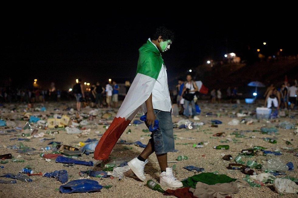 Triste italienere ble snytt for gullfeiringen. Det blir nok en real blåmandag for italienerne.  (Foto: Giorgio Cosulich, Getty/All Over/ANB)