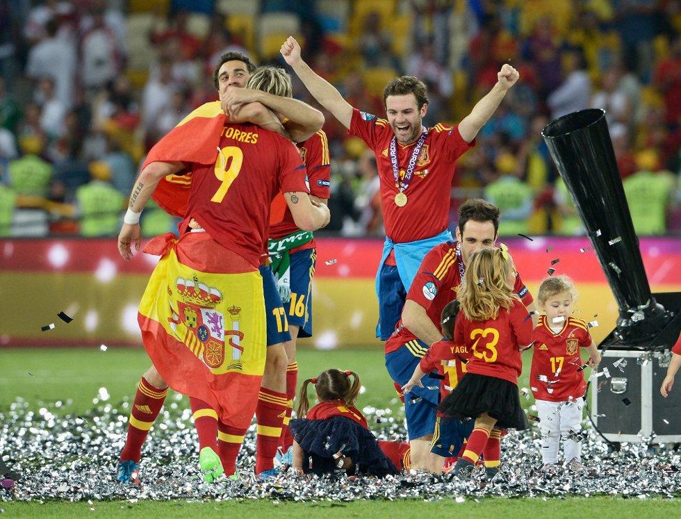 Ellevill feiring etter 4-0-seieren. (Foto: Claudio Villa, Getty/All Over/ANB)