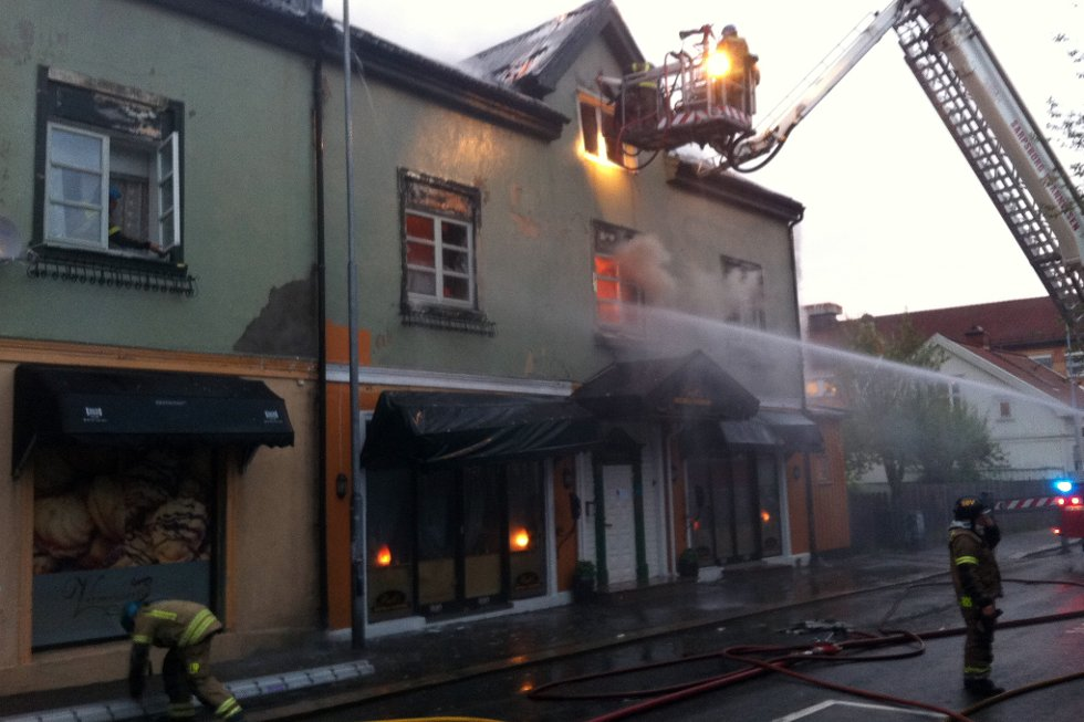 ØDELAGT: St. Mariegate 77 ble rammet av en kraftig brann natt til tirsdag. Dette bildet er fra brannen. (Foto: PETTER KALNES)