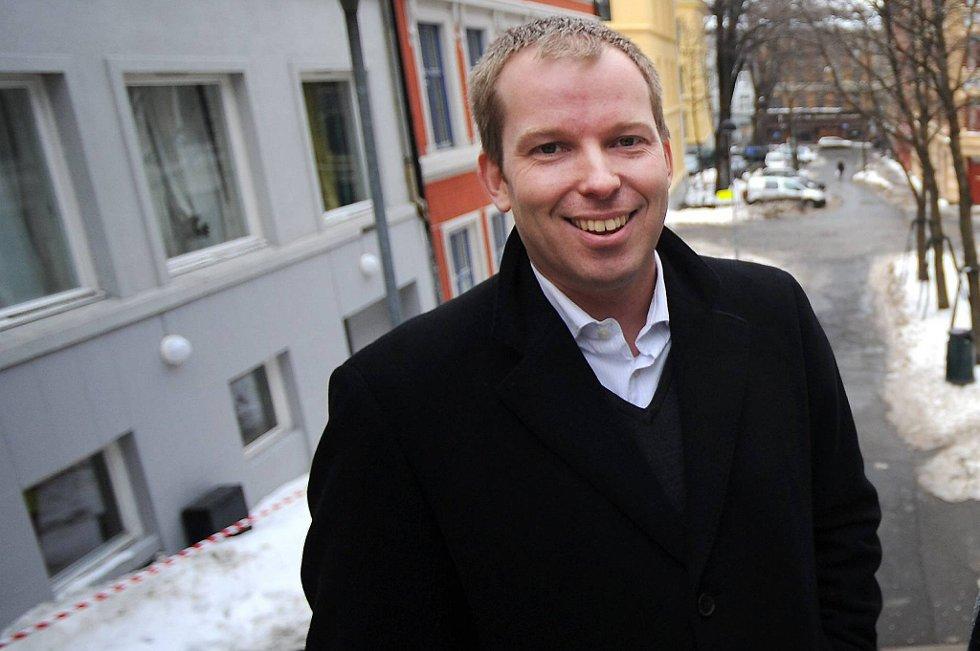 Arbeiderpartiets Håkon Haugli mener det er fullstendig feilslått å endre beskatningen av bolig for at ungdom lettere skal komme seg inn på markedet.