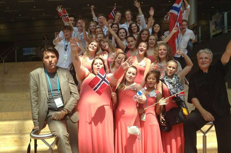 Fredag og lørdag denne uka sto det unge koret på scenen for første gang i en internasjonal konkurranse, etter å ha sunget sammen i kun halvannet år.