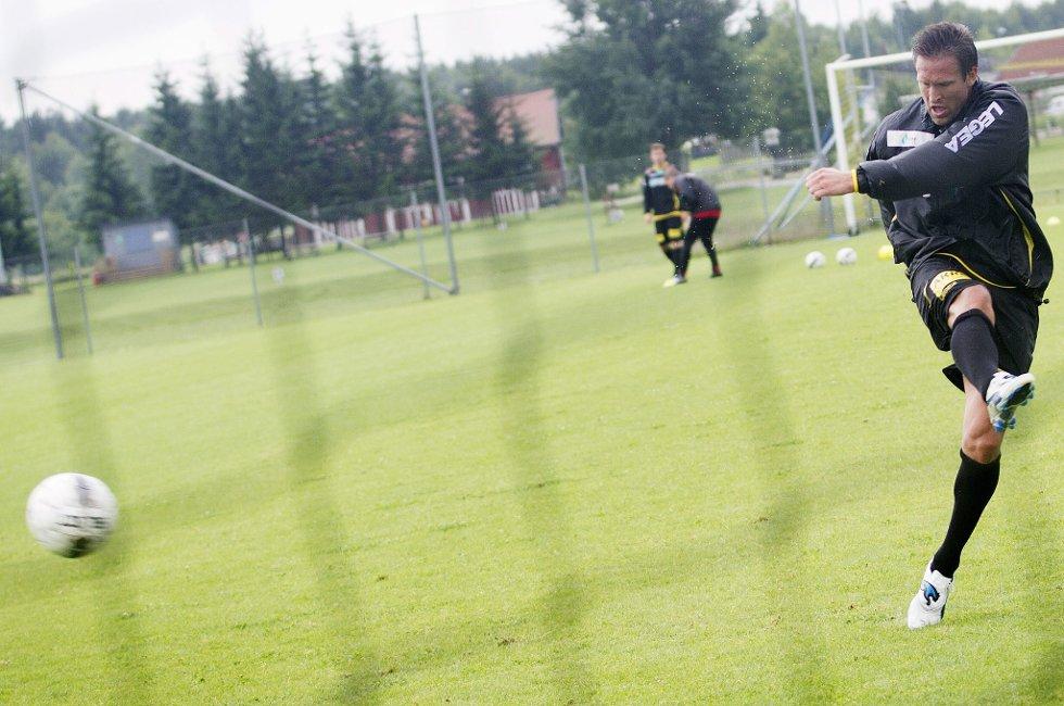 FANT NETTMASKENE: Thorstein Helstad gjennomførte mandag formiddag sin første trening i LSK. FOTO: MARTIN LUNDSVOLL