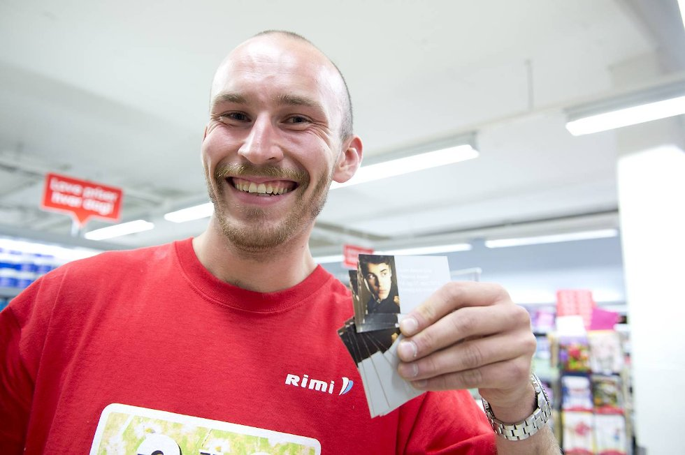 Butikkmedarbeider Sjur Borge hadde ikke opplevd det store Justin Bieber-rushet da BA.no var innom tirsdag formiddag.