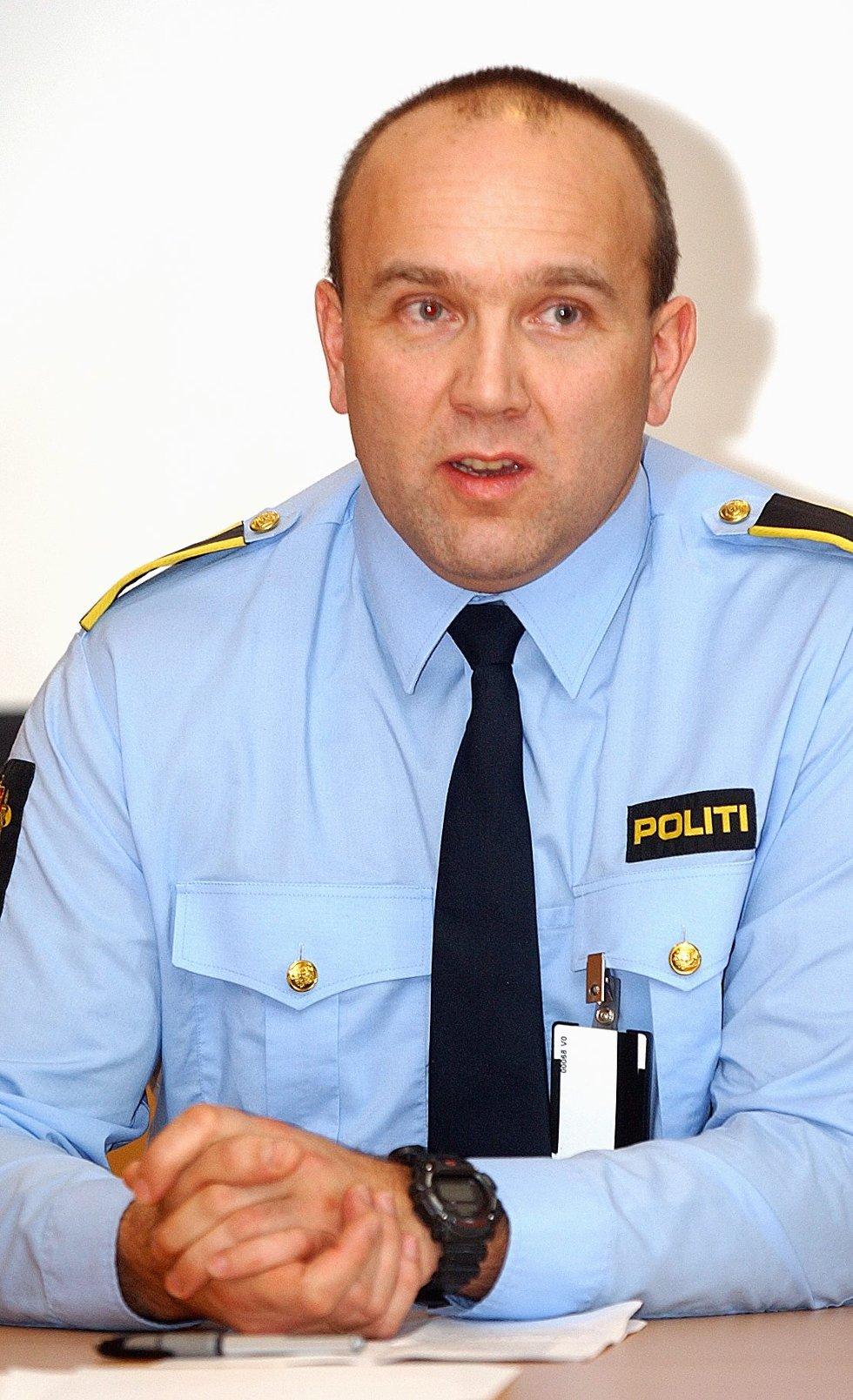 Politiførstebetjent Hans Kristian Ek forteller at det har blitt gjennomført avhør i forbindelse med forsøplingen på Opsund.