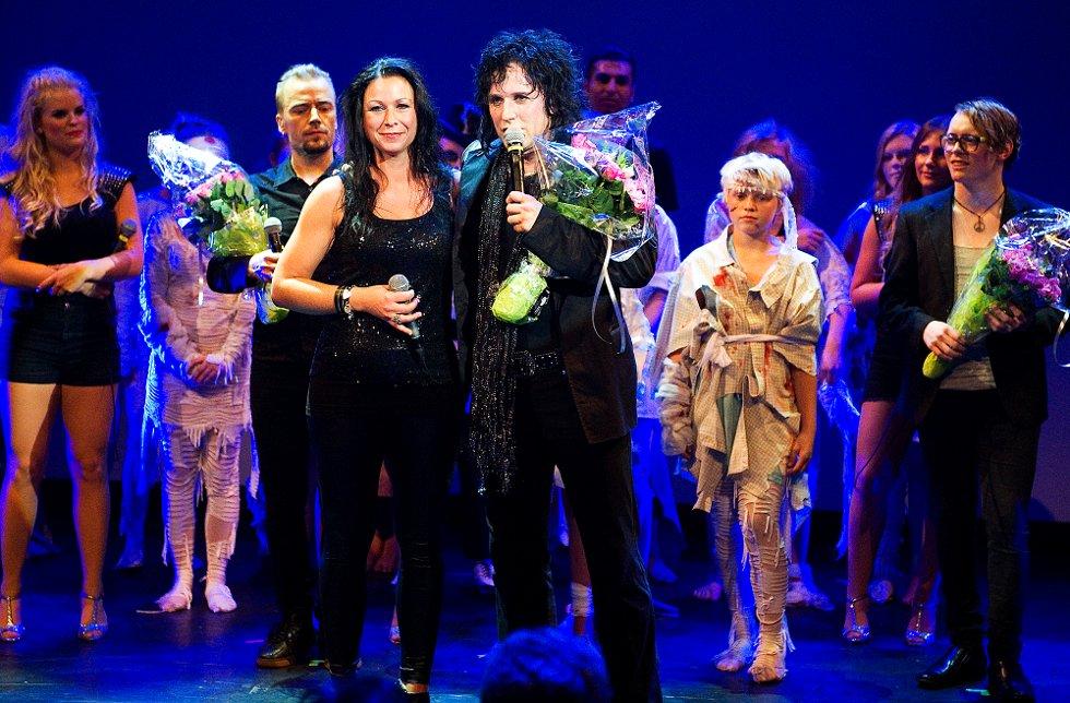Sanginstruktør Mona Lande og produsent Åge Sten Nilsen. (Foto: Mats Duan)