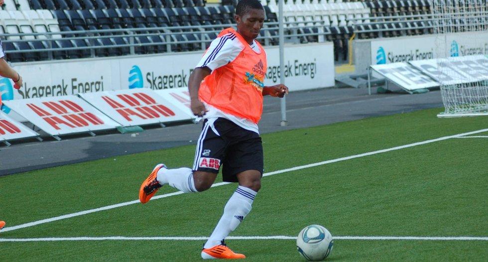 NY SCORING: George White scoret sitt fjerde mål under årets juniorturnering på Hamar.