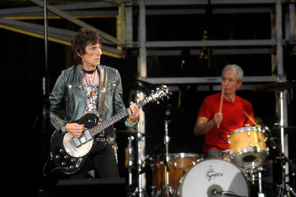 Ronnie Wood vil gjerne på turné igjen. Helst sammen med trommeslager Charlie Watts og resten av Stones.