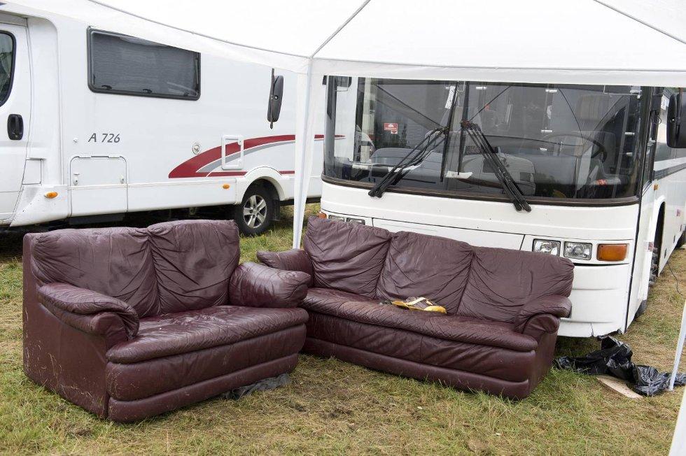 Utenpå ser festivalbussen ut som de fleste andre busser.